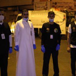 جراح سعودي يجري عملية لفتاة اعتذر طبيبها الفرنسي عن إجرائها